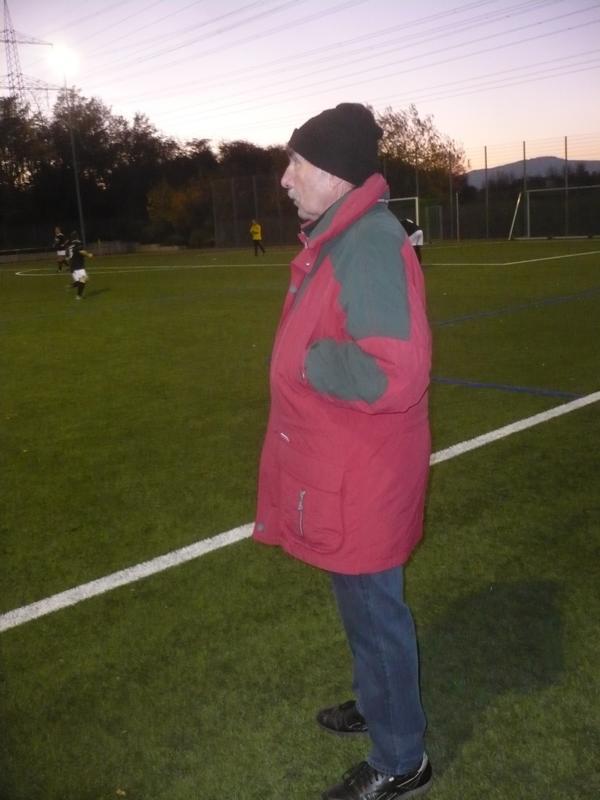 Unermüdlich an der Seitenlinie: Coach Werner Weinreich