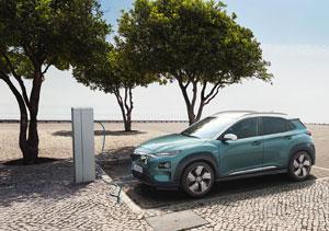 Der Hyundai Kona Elektro hat auch ausgeprägte Langstreckenqualitäten: Die Batteriekapazität beträgt in der 150-kW-Version 64 Kilowattstunden, die in Kombination mit dem effizienten Elektroantrieb eine Reichweite von bis zu 470 Kilometern nach WLTP möglich