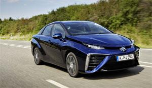 Mit einer Tankfüllung fährt das Brennstoffzellen-Auto Toyota Mirai bis zu 500 Kilometer weit