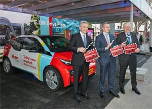 V.l.n.r. Nordrhein-Westfalens Wirtschaftsminister Andreas Pinkwart, E.ON-Vorstandsmitglied Karsten Wildberger und BDEW-Präsident Johannes Kempmann