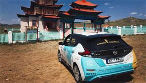 Angespornt von den ersten 16.000 Kilometern setzt sich Kaminski wieder ans Steuer des Elektroautos und macht sich auf den Rückweg von Tokio nach Polen.