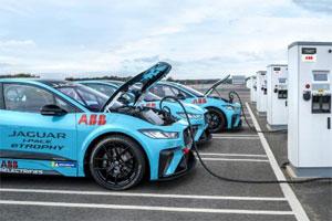 Die Jaguar I-PACE eTROPHY ist die weltweit erste rein elektrische Rennserie für Produktionsfahrzeuge.