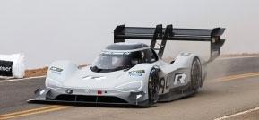Der Elektro-Rennwagen I.D. R Pikes Peak wiegt inklusive seiner Batteriezellen weniger als 1.100 Kilogramm