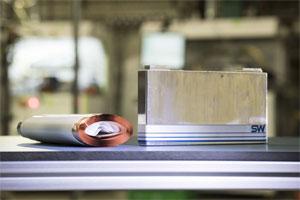Batterieproduktion für die Eelektromobilität: Prismatische PHEV-1-Zelle mit Aluminiumgehäuse (Hardcase) und Flachwickel. Hergestellt in der FPL am ZSW.