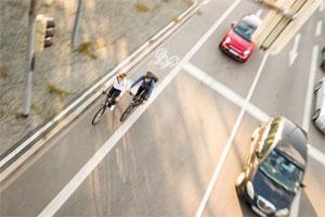 Insbesondere das E-Bike bietet eine große Chance, um den Verkehr vom Auto auf das Fahrrad zu verlagern.