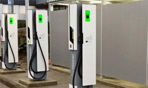 """Die ersten """"Ultra-E""""-Schnellladesäulen sind im unterfränkischen Kleinostheim nahe der Autobahn A3 in Betrieb"""