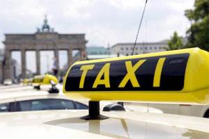 Das Land Berlin unterstützt die Umstellung auf Benzin-Hybridtaxis