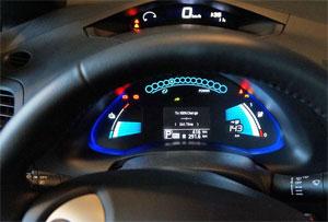Display eines Elektroautos. Es gehe darum, in Deutschland und Europa vorhandenes Know-how in der Batterieproduktion wertbringend einzusetzen, betont der VDMA.