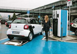 Besuchern des Stuttgarter Flughafens stehen nun insgesamt 48 Ladepunkte für Elektro-Fahrzeuge zur Verfügung
