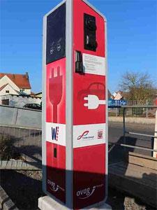 "SMIGT liefert 59 Ladestationen vom Typ ""Powercharger"" an die ovag Energie AG. (Foto:ovag Energie AG)"