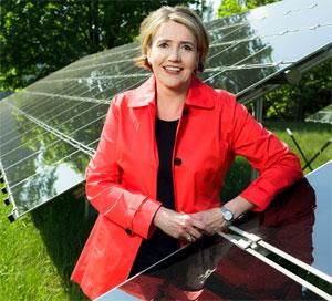 """BEE-Präsidentin Dr. Simone Peter: """"Wir brauchen neben dem weiteren Ausbau der Erneuerbaren Energien im Stromsektor auch klare Ausbaupfade im Wärme- und Verkehrssektor sowie die Kopplung dieser Sektoren"""""""