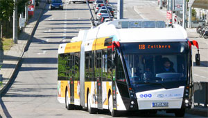 """""""Baden-Württembergs Bus-Unternehmen sollen besonders schnell unter Strom kommen. Das erreichen wir durch eine clevere Kombination von Bundes- und Landesförderung"""", so Verkehrsminister Winfried Hermann."""