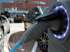 Das Sofortprogramm Elektromobilität unterstützt Privatpersonen und Unternehmen bei der Anschaffung von Ladeinfrastruktur für Elektro-Fahrzeuge