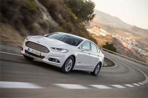 Ford will den Mondeo Hybrid auch in der Karosserievariante Turnier (Kombi) auf den Markt bringen. Die bislang bereits erhältliche viertürige Ford Mondeo Hybrid Limousine (Bild) bleibt weiterhin im Programm .