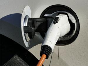 34 Prozent der Bundesbürger, glauben aktuell, dass Elektromobilität die Ansprüche der Verbraucher an ein Auto erfüllt