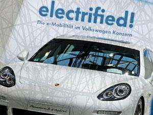 Die auto motor und sport i-Mobiliy informieren auch über die neue Elektroauto-Förderung
