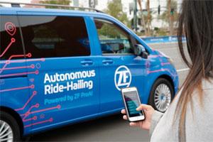 Ein Robo-Taxi mit ZF-Technik vermittelt auf der CES 2019 einen Ausblick auf das autonome Ride-Hailing.