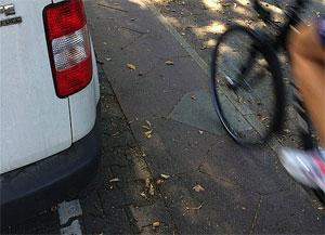 Die Radwege sind jetzt schon viel zu schmal und zu zerschlissen – oder einfach gar nicht vorhanden, betont der ADFC.