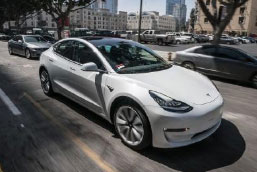Die Messe GATE 2018 präsentiert mit Teslas Model 3 das vermutlich begehrteste Elektro-Auto der Welt