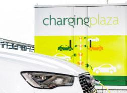 Die Projektpartner wollen jeden E-Autofahrer und unterschiedlichste Automodelle an den Ladegeräten bedienen