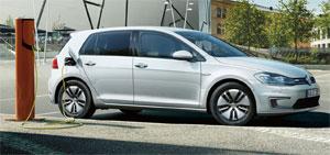 Im ADAC-Vergleich ist der e-Golf von VW unabhängig von der Fahrleistung günstiger als ein vergleichbarer Benziner oder Diesel