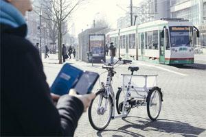 Das von Wissenschaftlern der Uni Magdeburg entwickelte, selbstfahrende E-Bike wird sich über eine Smartphone-App zu jedem beliebigen Standort rufen lassen