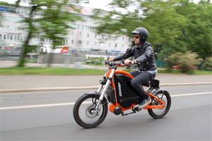 Mit über 120 Kilometern Akku-Reichweite und Geschwindigkeiten von über 80km/h ist das eROCKIT laut Hersteller ein ultimatives Pendlerfahrzeug