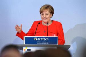 Bundeskanzlerin Angela Merkel sprach sich bei der Übergabe der Präsidentschaft von acatech mit Blick auf die Elektromobilität für den Aufbau einer europäischen Batterieproduktion aus