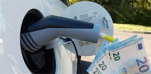 Die Bundesregierung hat sich zum Ziel gesetzt, mit Hilfe des Umweltbonus den Absatz von mindestens 300.000 neuen Elektrofahrzeugen zu fördern.