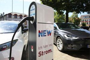 An den Elektro-Ladesäulen der NEW können Autofahrer noch bis mindestens Ende 2018 kostenfrei Strom laden