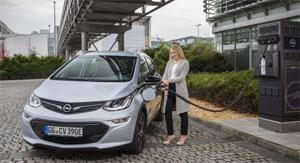 Im Testzentrum Rodgau-Dudenhofen wird ein modularer Batteriespeicher installiert, in dem Fahrzeugbatterien des Opel Ampera (im Bild) wiederverwendet werden.