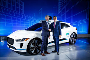 Waymo und Jaguar Land Rover melden langfristige Partnerschaft mit selbstfahrendem Jaguar I-PACE als erstem Fahrzeug (v.l.n.r.): Waymo CEO John Krafcik und Jaguar Land Rover CEO Prof. Dr Ralf Speth.