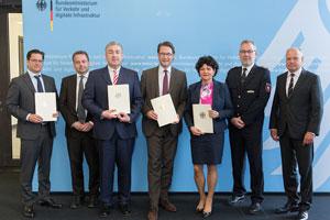 BM Scheuer übergibt Förderbescheide für Elektromobilität aus dem Sofortprogramm