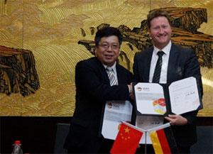 Dr. WU Zhixin (CATARC) und Dr. Klaus BONHOFF (NOW)