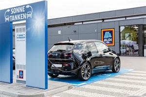 Der Discounter wird Ende 2018 mehr als 80 Ladesäulen für Elektroautos anbieten.