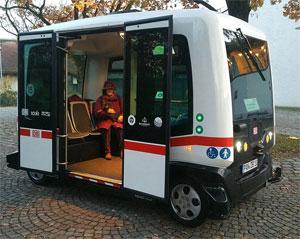 Autonomer Kleinbus in Bad Birnbach, Oktober 2017: Bildquelle: Easymile; Richard Huber; commons.wikimedia.org.