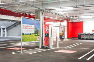 Einkaufen und gleichzeitig das Elektro-Auto laden - das ist bald an zahlreichen Kaufland-Standorten möglich