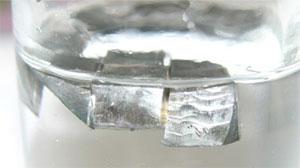 Lithium zum Schutz vor Oxidation in Paraffin; Foto: Wikipedia