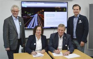 Vertragsunterzeichnung am 7.12.2018: Messe Stuttgart und ATZlive kooperieren bei elect! Exhibition & Conference. V.l.n.r.: Dr. Johannes Liebl, Stefanie Burgmaier, Thomas Walter, Gunnar Mey.