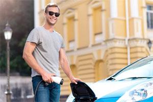 Am häufigsten wünschen sich die deutschen E-Autofahrer laut Studie billigere Batterien und damit günstigere E-Autos