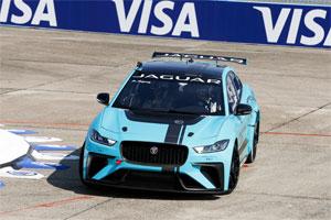 Weltpremiere des Jaguar I-PACE eTROPHY-Rennwagens im Rahmen des Formel E-Prix in Berlin