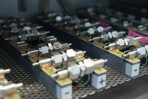 Im Exzellenzcluster zur Batterieforschung suchen Forschende der Uni Ulm und des KIT gemeinsam nach leistungsfähigen und umweltschonenden Alternativen zur Lithium-Ionen-Batterie