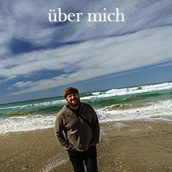 über mich Menubutton Selbstportrait am Meer