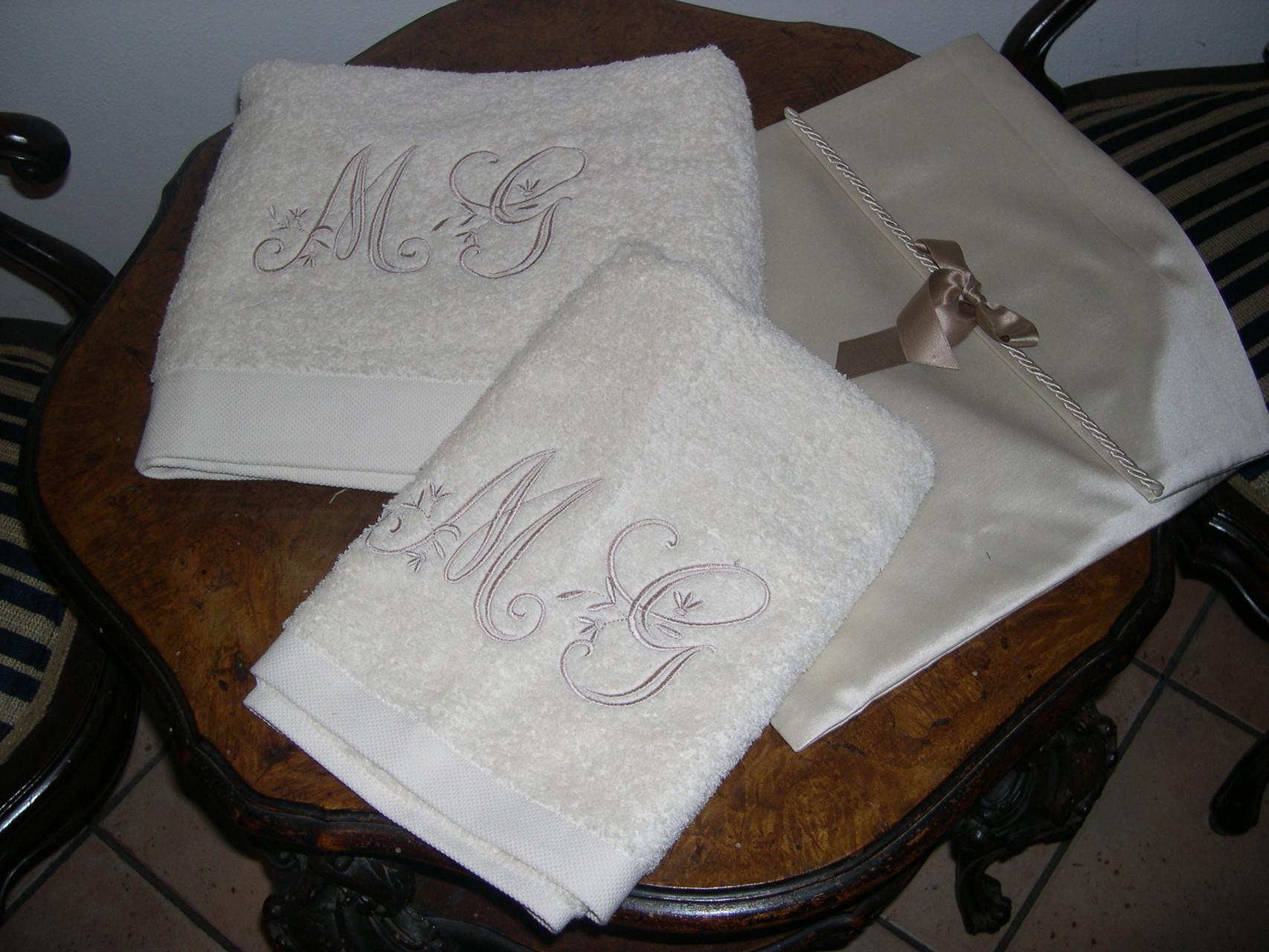 Per un bagno di classe ecco la coppia di asciugamani personalizzati
