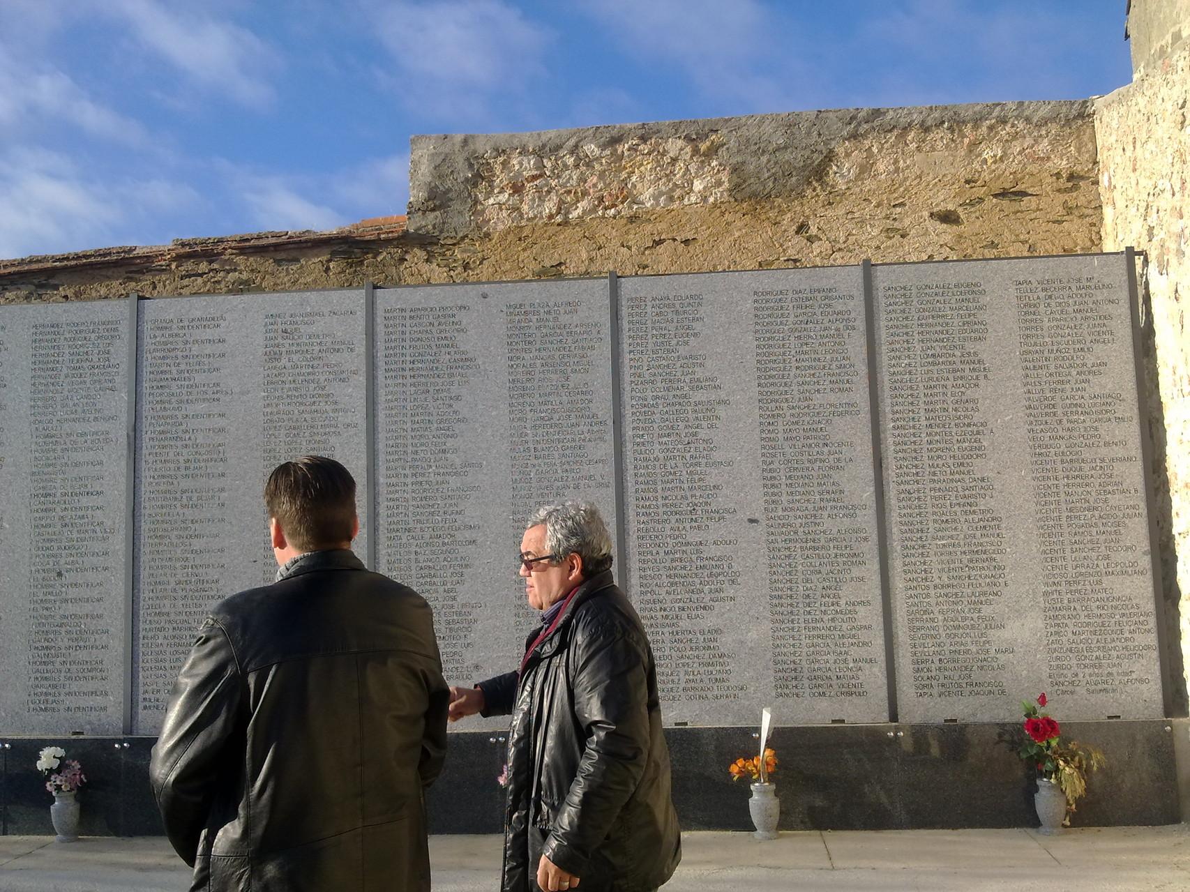 lListaod de víctimas, cementerio de Salamanca, foto propia
