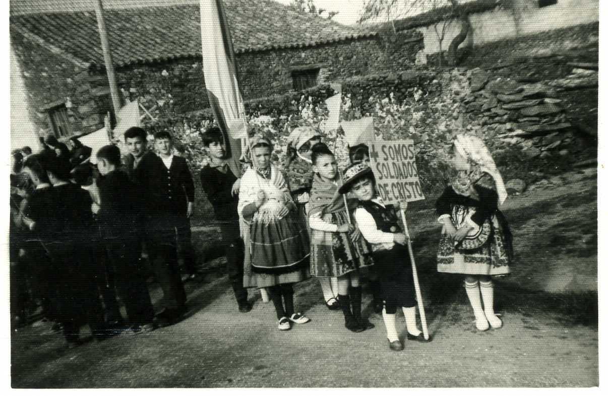 Visita del Obispo a Robleda, foto de Pepita Galache