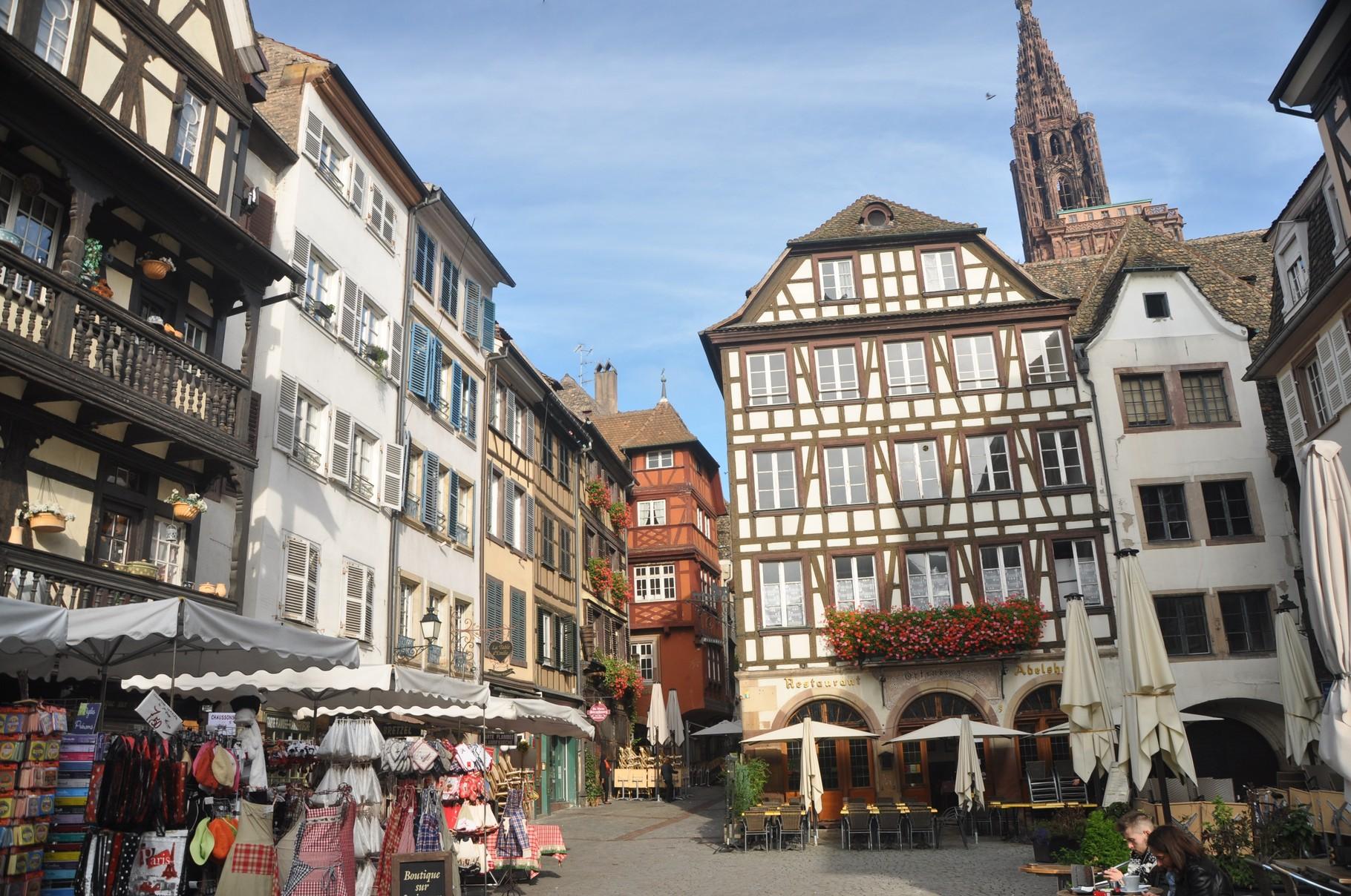 Alte Häuser am Marktplatz _Straßburg