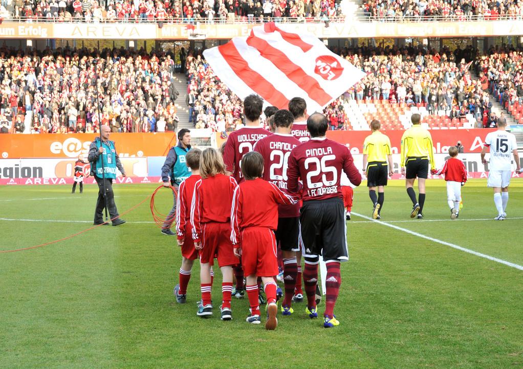 U-13 - Einlaufkinder - Spiel: 1. FC Nürnberg - SC Freiburg