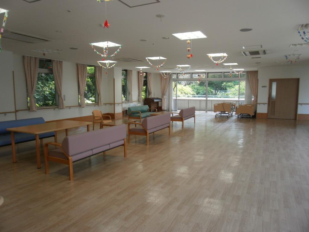 3階 広々とした多目的ホールでは敬老会やクリスマス会などの催し物が行われます。