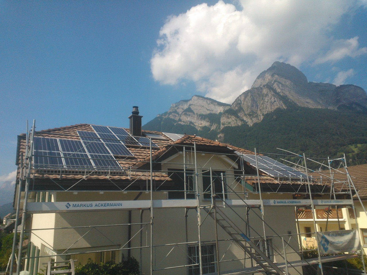PV-Anlage 5.5kw in Mels. Modul: IBC Monosol 190MS Unterbau: Top-Fix 200